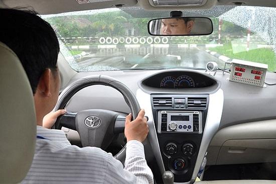 3 lời khuyên cho những ai lần đầu học lái xe trên sa hình
